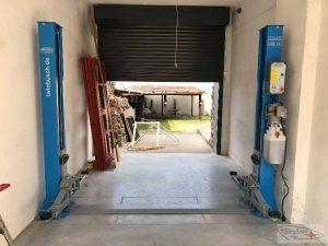 Podnośnik 242 G w garażu